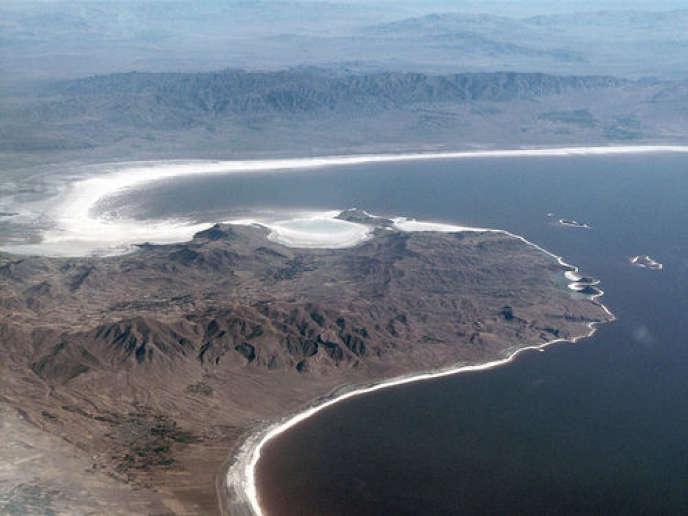 Vue aérienne du lac Ouroumieh en Iran.
