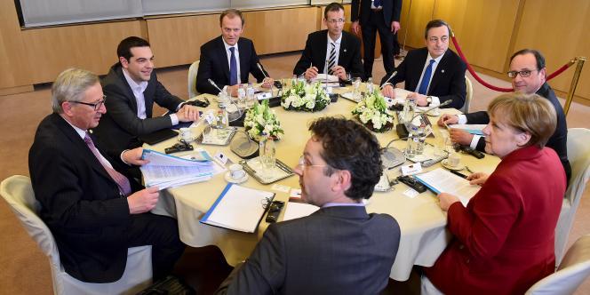 La réunion de jeudi rassemblait notamment le président français, François Hollande, la chancelière allemande, Angela Merkel, le président de l'Eurogroupe, Jeroen Dijsselbloem, celui de la Commission européenne, Jean-Claude Juncker, le premier ministre grec, Alexis Tsipras, le président de la Banque centrale européenne (BCE), Mario Draghi.