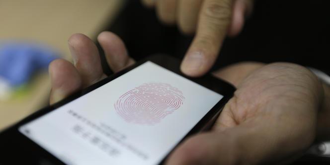 Une empreinte digitale, scannée par un iPhone.