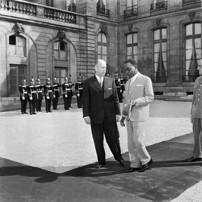 Le premier ministre de la Côte d'ivoire,  Felix Houphouët-Boigny, et  Jacques Foccart, secrétaire général de l'Elysée aux affaires africaines et malgaches, le 1er juin 1960, à l'Elysée.