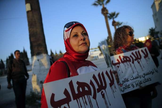 L'attaque dont a été victime Tunis ne doit pas détourner le pays de son projet démocratique - ici, une manifestation silencieuse le 19 mars contre le terrorisme à Tunis.