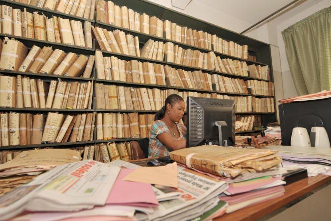 Dans les locaux des archives nationales du Sénégal, à Dakar.