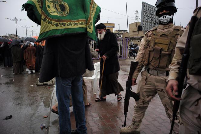 A la prière du vendredi, sous haute sécurité, dans la médina Sadr, à Bagdad.