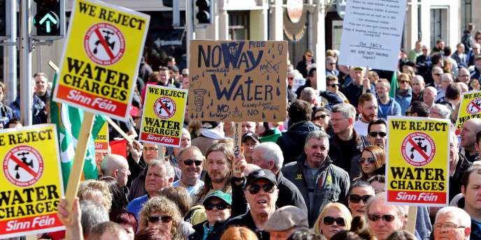Plusieurs dizaines de milliers d'Irlandais ont investi les rues de Dublin pour protester contre l'eau du robinet devenue payante.