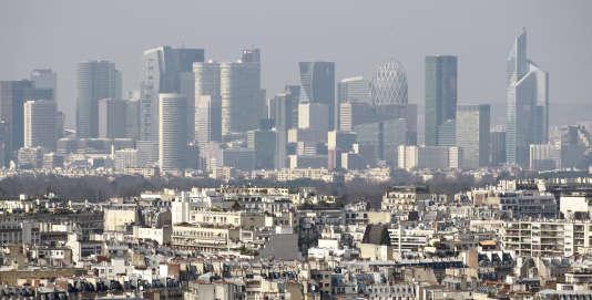 Paris a mis en place la circulation alternée entre mardi et vendredi pour faire face au pix de pollution.