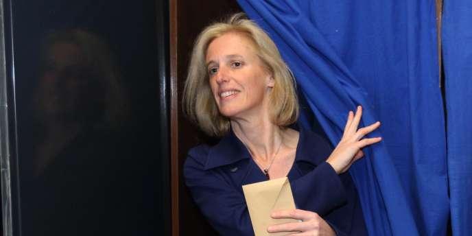 Ségolène Neuville, la secrétaire d'Etat chargée des handicapés, vote à Perpignan, dimanche22mars.