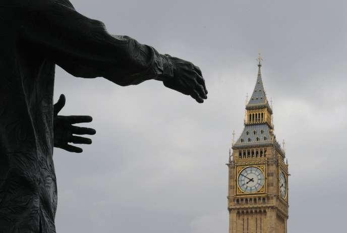 Entre 2008 et 2014, le nombre de Britanniques avec un emploi a augmenté de 1,1 million de personnes, dont… 732 000 autoentrepreneurs. Pour l'employeur : pas de congés payés, pas de congé maladie, pas de congé maternité…