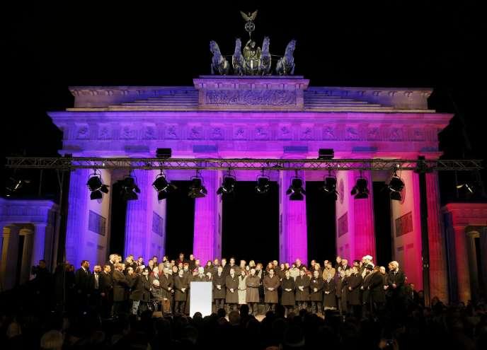 Rassemblement contre l'islamophobie devant l'ambassade française à Berlin, porte de Brandebourg, le 14 janvier.
