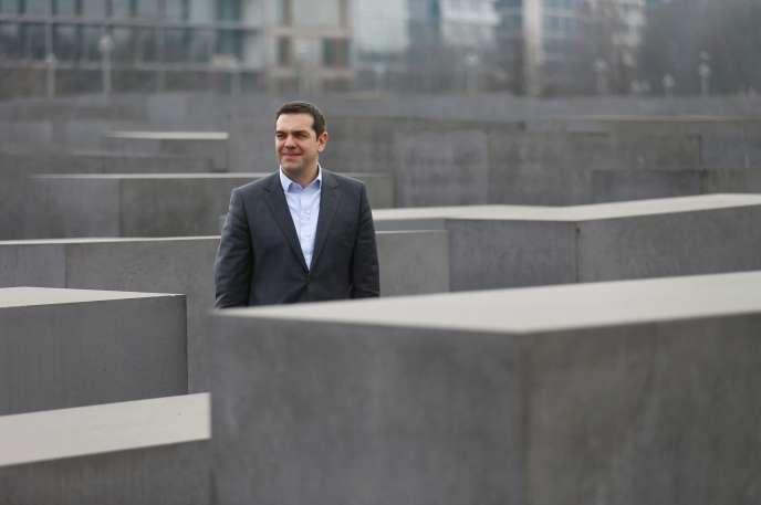 Le premier ministre grec Alexis Tsipras, en visite au mémorial de la Shoah à Berlin le 24 mars.
