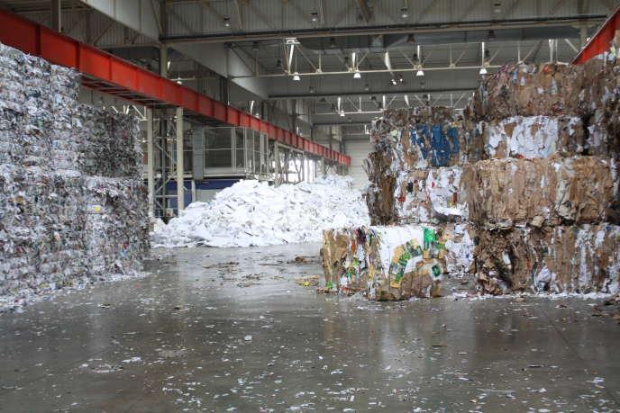 Stockage de déchets dans une usine Paprec.