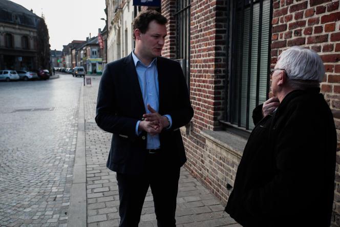 Le candidat UMP Pierre-Jean Verzelen à Marle (Aisne) le 23 mars.