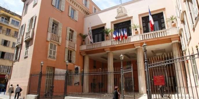 Selon une source proche du dossier, le jeune homme avait été condamné le 21janvier par le tribunal correctionnel de Nice à six mois de prison avec sursis pour avoir agressé un commerçant qu'il accusait de ne pas être un «bon musulman».
