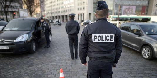 Des forces de la police le 23 mars 2015 à Paris.
