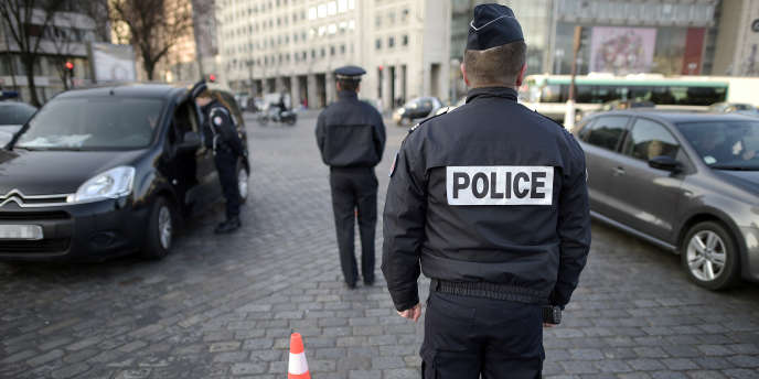 Des forces de la police le 23 mars 2015 à Paris.