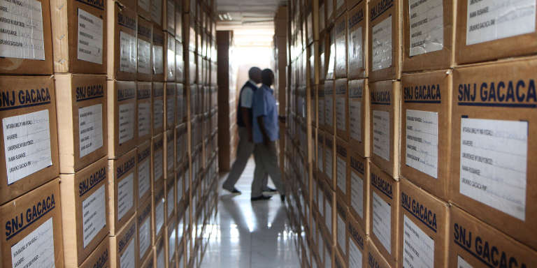Archives des «gacaca», à Kigali, en 2014. Ces tribunaux villageois ont été mis en place pour juger des personnes accusées de participation au génocide des Tutsi au Rwanda, dans une perspective de réconciliation nationale.