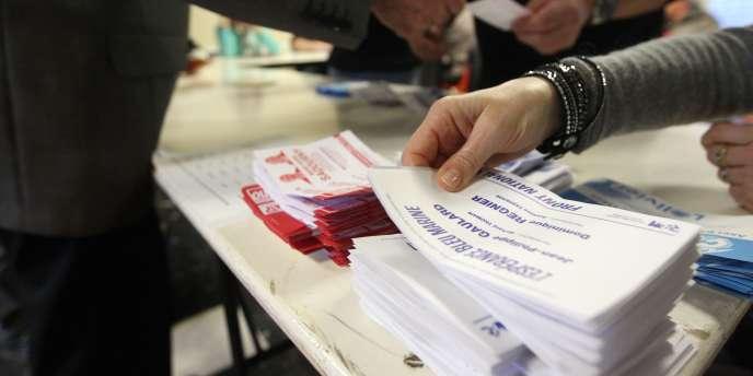 Un bureau de vote à Ortaffa (Pyrénées-Orientales) lors du premier tour des élections départementales, le 22 mars 2015.