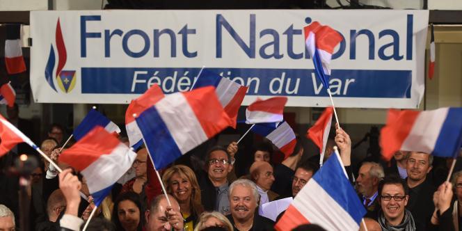 Des partisans du Front national à La-Valette-du-Var, dimanche soir.