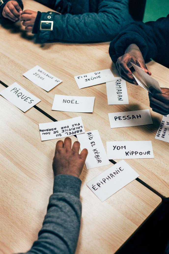 L'association Enquête a imaginé un jeu, l'arbre à défis permettant aux enfants de partager leurs connaissances sur les religions.