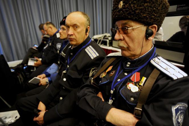 Des Cosaques présents au «forum international» de militants d'extrême droite organisé à Saint-Pétersbourg, le 22mars.