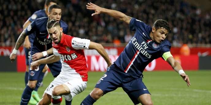 Thiago Silva, le capitaine du PSG, touche cette saison le salaire record en France de 23 millions d'euros.