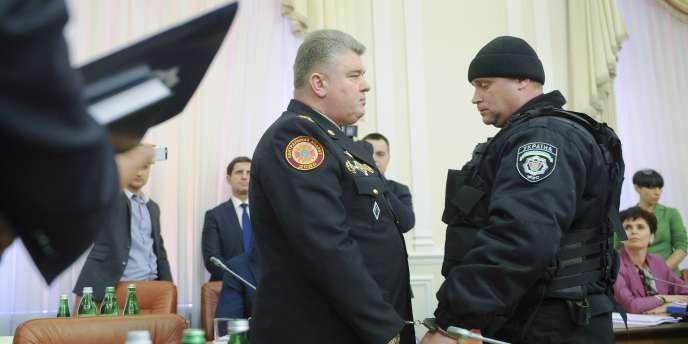 Présent lors de la réunion, le ministre de l'intérieur ukrainien Arsen Avakov a justifié ces arrestations publiques, fait inédit en Ukraine.