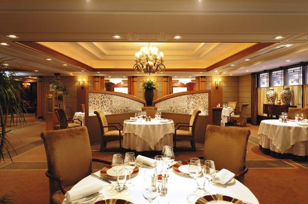 Les salons du restaurant Les Saisons à l'Imperial Hotel de Tokyo.