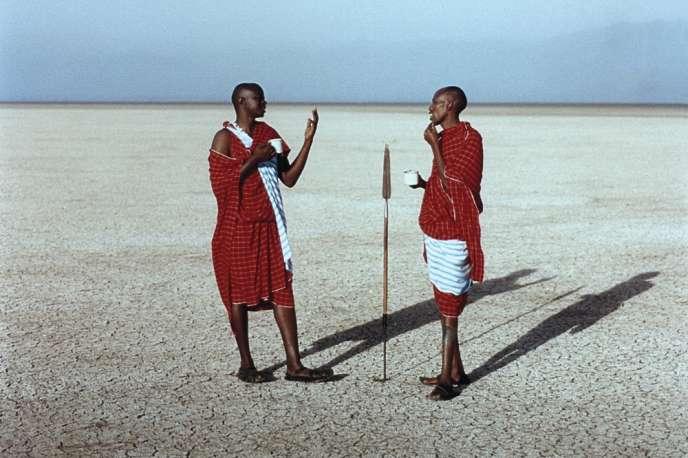 Des Masai sur la partie assèchée du lac Manyara, dans le nord de la Tanzanie.
