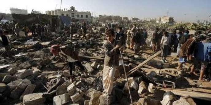A Sanaa jeudi matin, après des bombardements de l'aviation saoudienne sur des cibles houthistes proches de l'aéroport de la capitale yéménite.