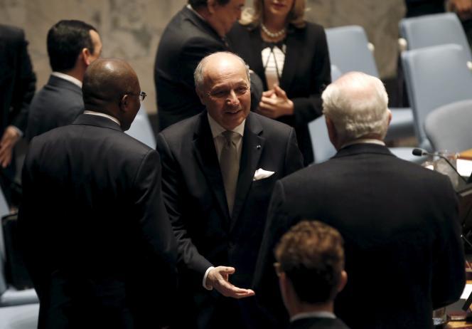 Laurent Fabius (au centre), au siège des Nations unies, à New York, vendredi 27 mars.
