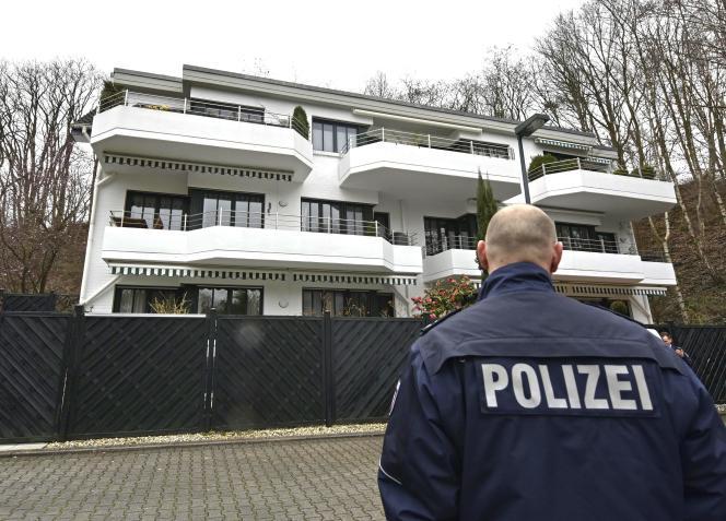 Des perquisitions ont été menées aux deux domiciles d'Andreas Lubitz, le 26mars au soir, dans l'ouest de l'Allemagne.