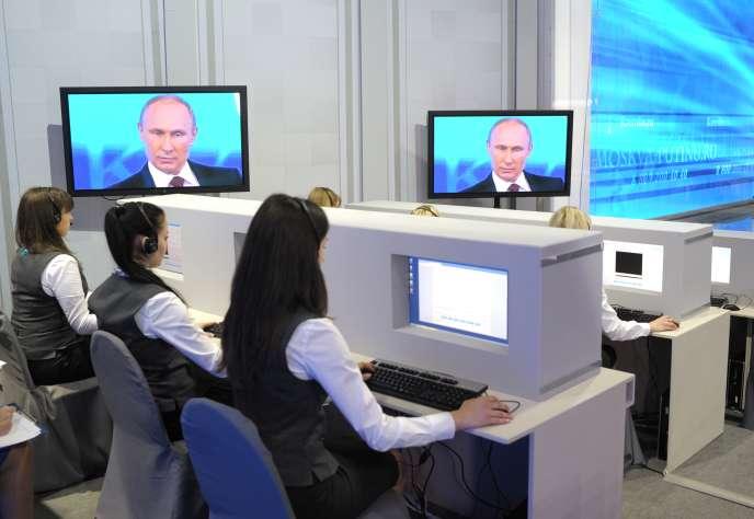Lors de l'émission annuelle de questions-réponses à Vladimir Poutine, à la télévision russe, en avril2014.