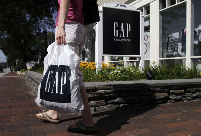 Devant un magasin Gap de Freeport (Etats-Unis), en août 2011.