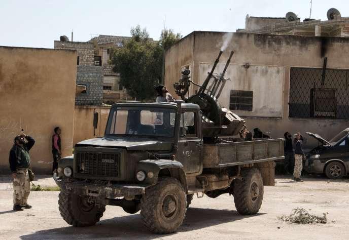 Des combattants islamistes à Idleb, en Syrie, le 26 mars.