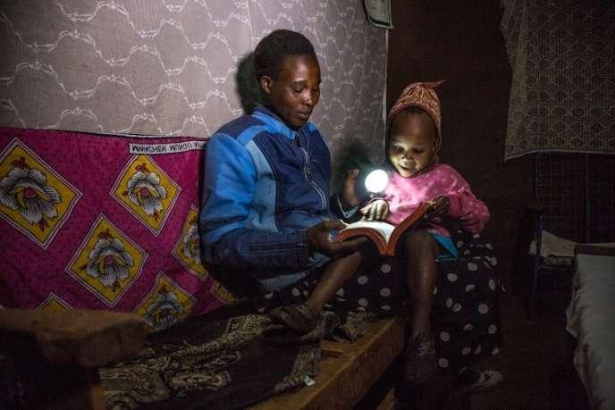 M-Kopa capte le soleil pour éclairer les foyers africains.