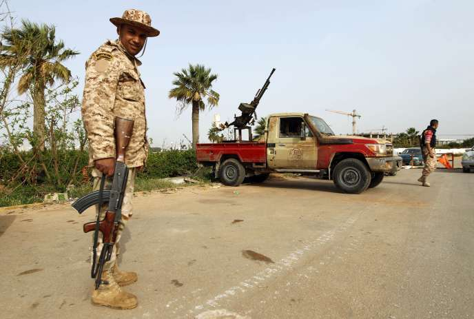 Des soldats libyens à Benghazi, le 25 mars.