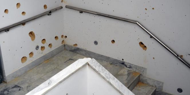 Un mur criblé de balles au musée Bardo, à Tunis.