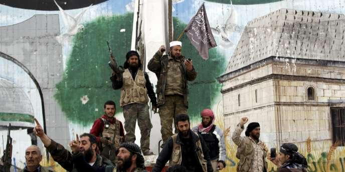 Des combattants islamistes à Idleb, en Syrie, le 28 mars.