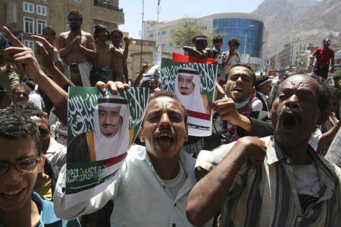 Manifestation dimanche 29 mars à Taif (Arabie saoudite) contre l'avancée des rebelles chiites houthistes au Yémen.