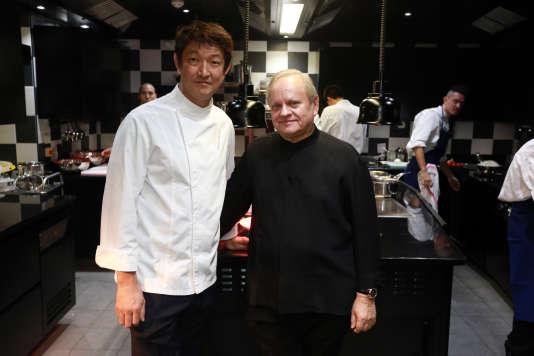 Le chef japonais Tomonori Danzaki et Joël Robuchon ont obtenu trois étoiles à Las Vegas et Tokyo.