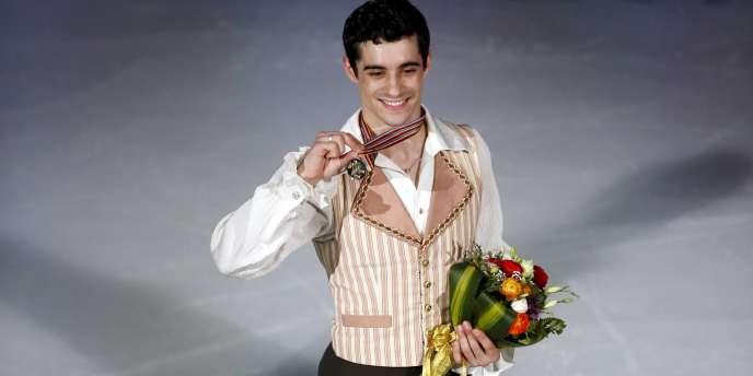 A 23 ans, Javier Fernandez est devenu, samedi 28 mars à Shanghaï (Chine), le premier champion du monde espagnol de l'histoire du patinage artistique.