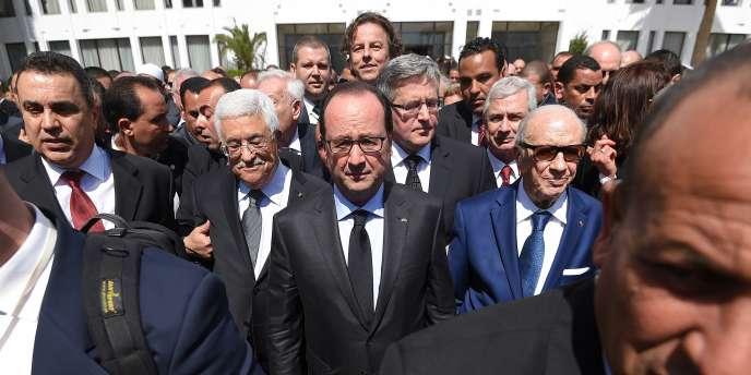 François Hollande participe à la marche contre le terrorisme dimanche 29 mars à Tunis en compagnie du président tunisien, Essebsi, et du Palestinien Mahmoud Abbas.