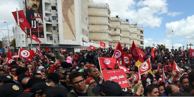 Des milliers de personnes étaient rassemblées contre le terrorisme à Tunis le 29mars, onze jours après l'attentat sanglant commis au Musée du Bardo.