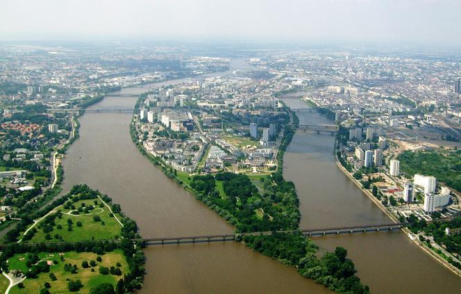 Sur l'île de Nantes, comptez autour de 2500 euros le m² dans l'ancien, et 3000 à 3500 euros le m² dans le récent.