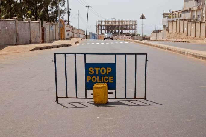 Les autorités sierra-léonaises ont annoncé dimanche soir la levée du confinement imposé pendant trois jours à toute la population pour couper les chaînes de transmission du virus Ebola.
