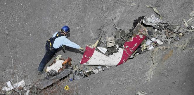 Sur les lieux du crash de l'A320, près deSeyne-les-Alpes (Alpes-de-Haute-Provence), dimanche 29mars.