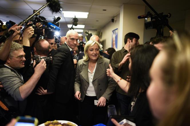 Marine Le Pen, au siège du Front national à Nanterre, dimanche 29 mars, après l'annonce des résultats.