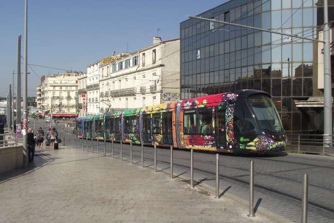 Dans le quartier de la gare Saint-Roch, il est possible de dénicher des deux-pièces de 50 m² à 120000 euros. Quant aux trois-pièces, ils valent de 150000 à 195000 euros.