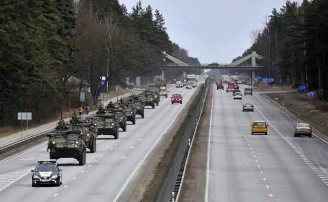 Exercices militaires, le 22 mars près de Riga.