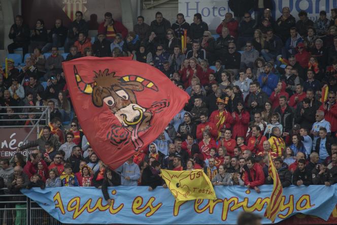 Des supporteurs de l'USAP lors du match contre Pau le 29 mars.