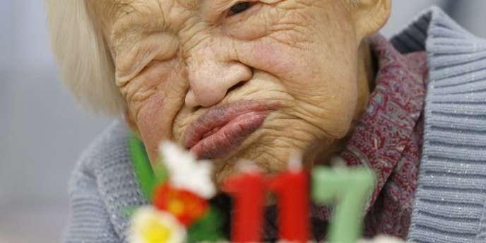 Misao Okawa, le 5 mars 2015 à l'occasion de son 117e anniversaire.